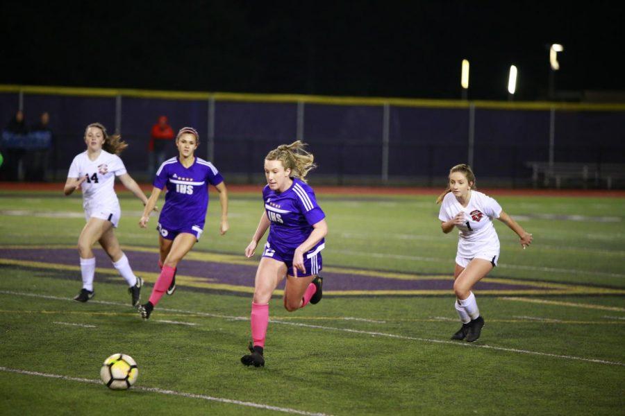 Girls' Soccer Earns KingCo Clinching Win vs. Eastlake