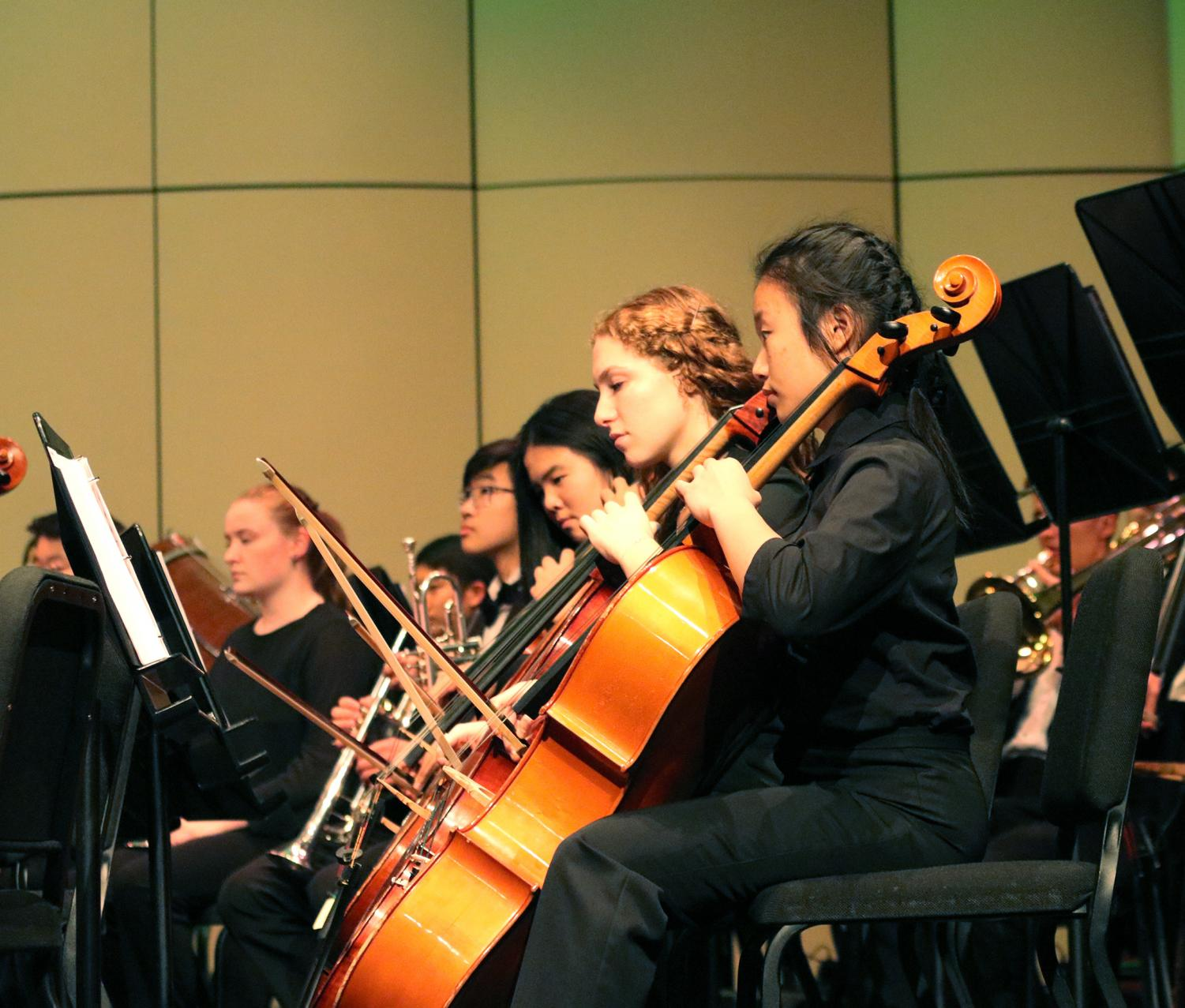 SEASON PREMIERE: Senior Hannah Chernin (fourth from left) plays cello in the Evergreen Season Premiere. She enjoyed playing the selection of music with other talented musicians.