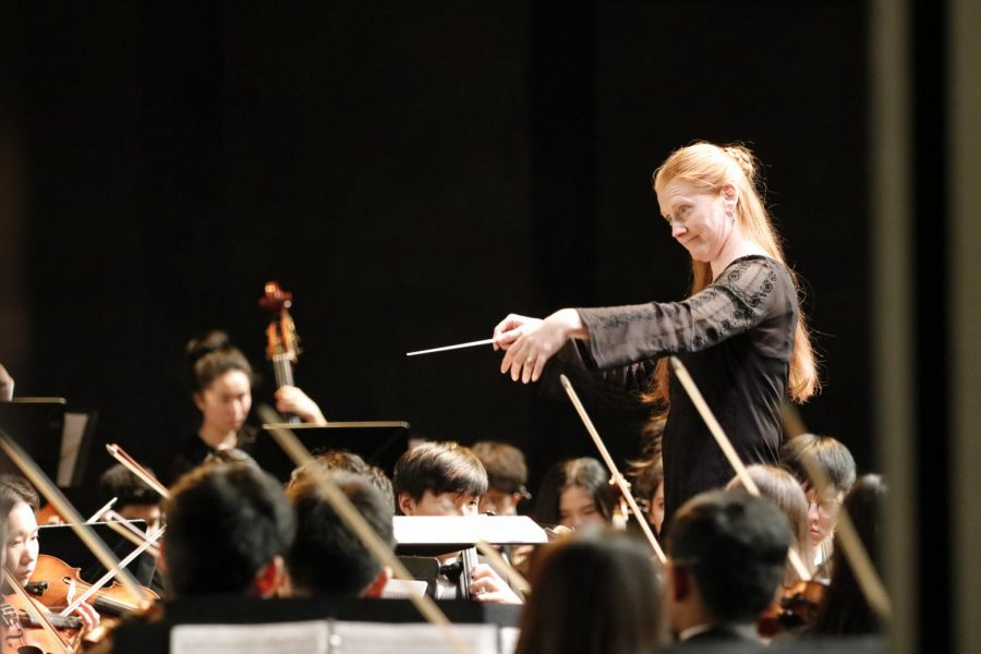 SEASON PREMIER: Leah Weitzsacker conducts Evergreen Philharmonic Orchestra Nov. 2.