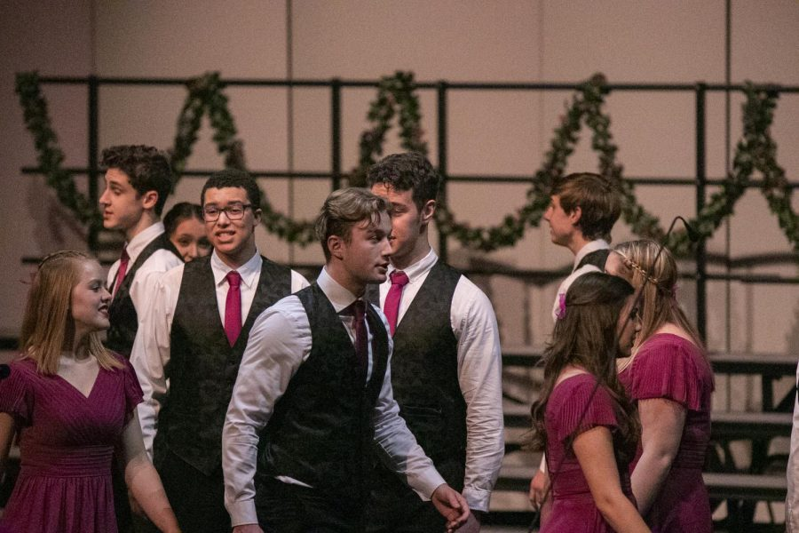 ISSAQUAH+CHOIRS+DELIVER+ASTOUNDING+PERFORMANCE%3A+In+Harmony+and+Hi+Tones+sing+Christmas+classics%2C+led+by+Zane+Bower+and+Cameron+Zielinski.