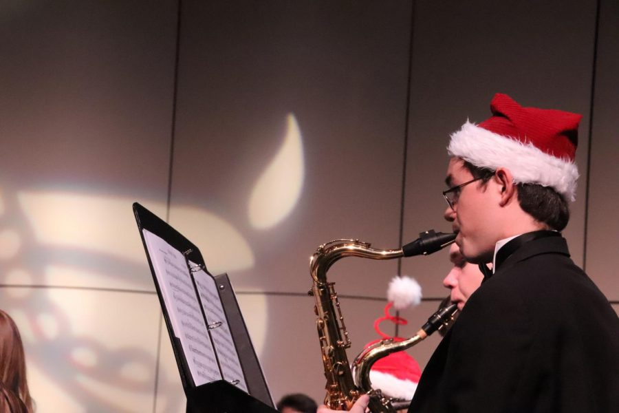 CONCERT+FINALE%3A+Senior+Andrew+Bayles+brought+life+to+Wind+Ensemble%E2%80%99s+final+piece+%E2%80%9CSleigh+Ride%E2%80%9D+with+a+jolly+Santa+hat+and+the+mellifluous+notes+of+his+tenor+saxophone.