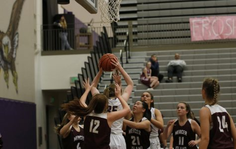 Girls' Varsity Basketball Thrills with a Win over Mercer Island